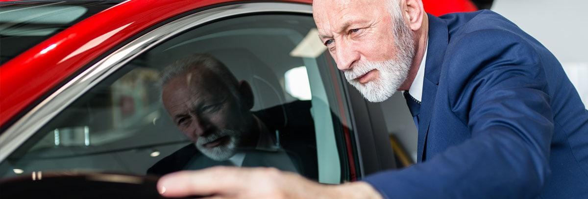 Autohändler mit Gebrauchtwatengarantie Spiegel stellen